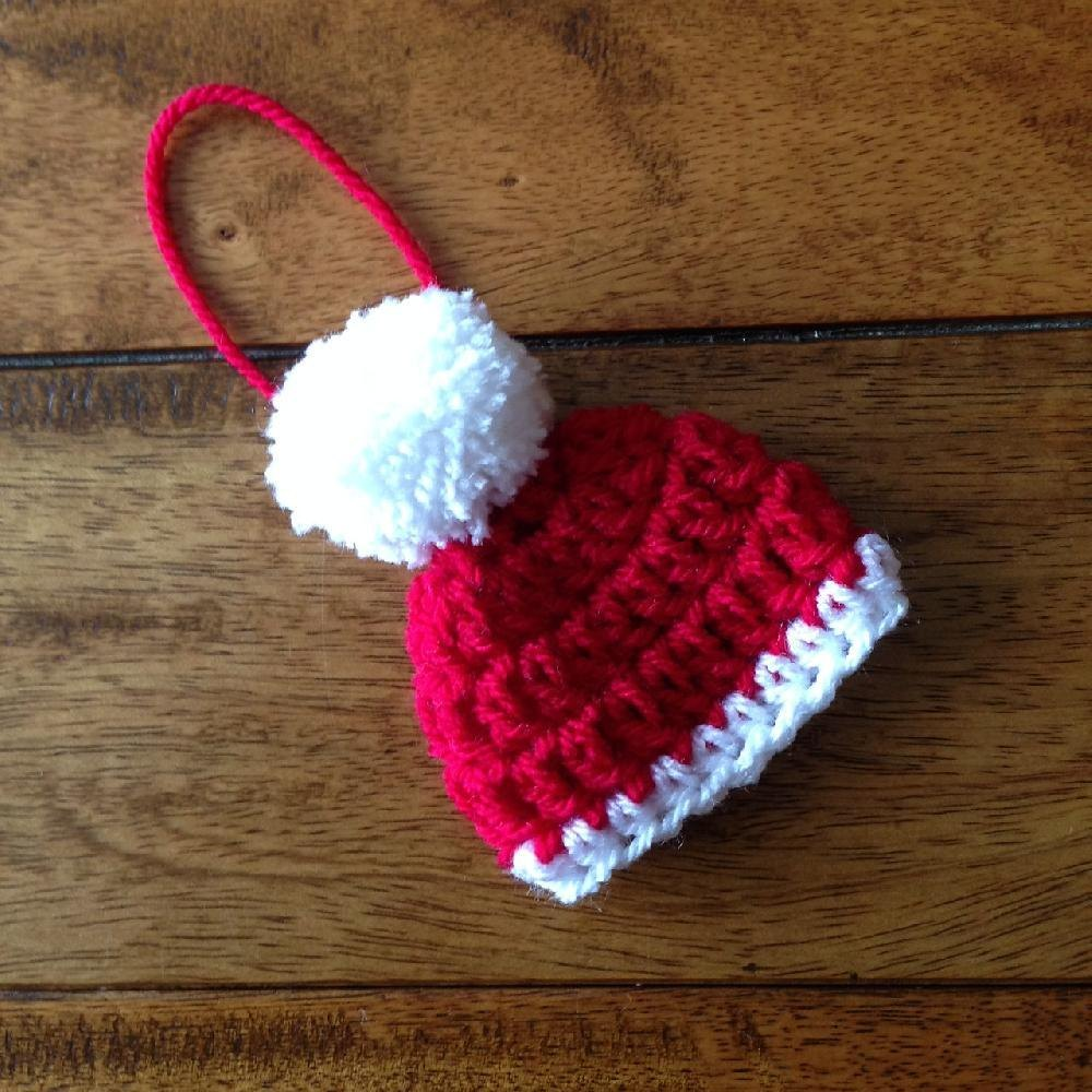 Get 7 knitted Santa hat patterns for free. Tons of photos ...
